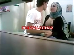 Секси арабская домашняя порнушка трахает негр