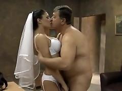 Зрелая Шлюха Завела Всю Компанию Порно И Секс Фото С Зрелыми Дамочками