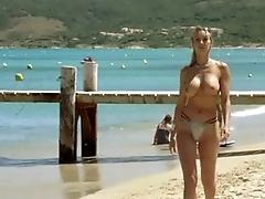 Девушка на пляже дает всем порно онлайн 15