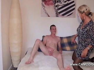 Дамы немки порно фильм, домашние фото девушек сосущих член