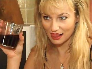 Француженку ебут в жопу большим членом, фото порно девушки со стариками