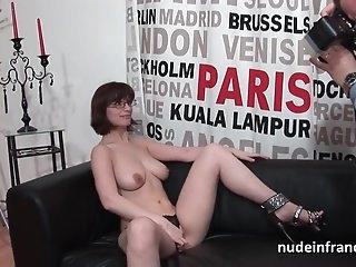 smotret-porno-video-suchek-frantsuzhenki-krupnie-silikonovie-siski